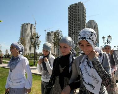 وزارة التعليم الاذربيجانية تفرض حظرا على الحجاب في المدارس العامة