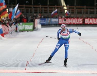 تشيريزوف يحرز الميدالية الأولى لروسيا في الموسم الحالي للبياثلون