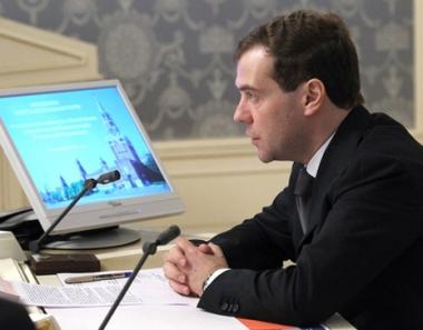 مدفيديف يطالب باتخاذ اجراءات إضافية لحماية منشآت الطاقة من الهجمات الإرهابية