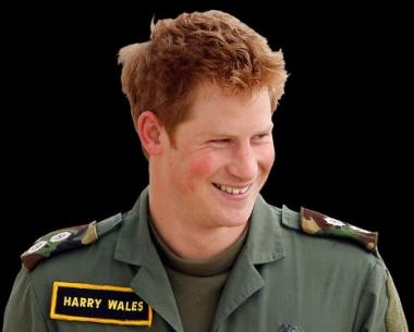 الامير البريطاني هاري ينخرط في دورة تدريبية قبل توجهه الى أفغانستان عام 2012 لأداء الخدمة العسكرية