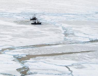 وزارة النقل الروسية تجري عملية لإنقاذ مئات البحارة المحاصرين بالجليد في بحر أوختسك