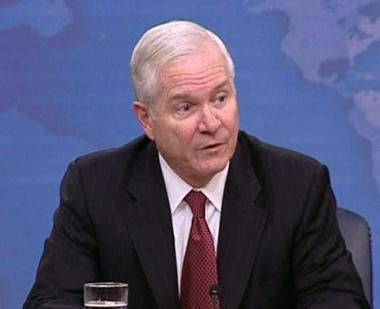 غيتس مهتم بتطوير التعاون العسكري مع الصين