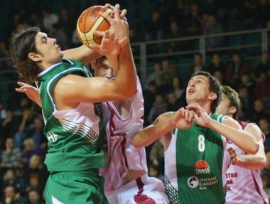 أونيكس الروسي يفوز على غران كاناريا الإسباني في كأس أوروبا للأندية بكرة السلة