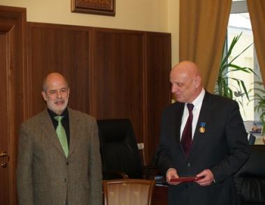 منح نائب وزير الخارجية الروسي ميدالية كراتشكوفسكي الذهبية لرصيده في تعزيز العلاقات مع الاقطار العربية