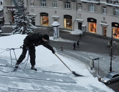 مقتل شخص وإصابة عدد آخر بجروح في انهيار سقف مركز تجاري في بطرسبورغ