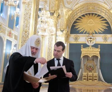 مدفيديف: الحوار بين الاديان يعتبر وسيلة فعالة لتجنب النزاعات على الاساس الاثني