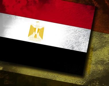 النائب العام المصري يفرض حظر السفر على عدد من رموز النظام الحاكم ويقرر تجميد حساباتهم