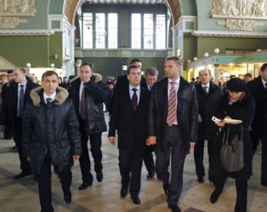 الرئيس مدفيديف يكلف  المسؤولين الامنيين باجراء تدريبات مكافحة الارهاب  في مؤسسات النقل