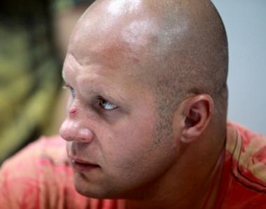 الروسي فيودور يمليانينكو يمنى بثالث خسارة في مسيرته الرياضية