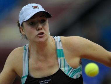 الروسية كليبانوفا تفوز على مواطنتها بافلوتشينكوفا في دورة دبي للتنس