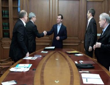 مدفيديف يدعو الأحزاب الروسية إلى المساهمة  في حل مشكلة البطالة في البلاد