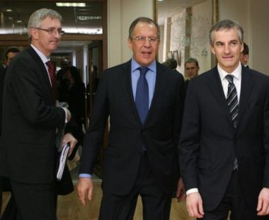 لافروف: روسيا تعارض التدخل العسكري الخارجي في ليبيا وتدعو لوقف العنف