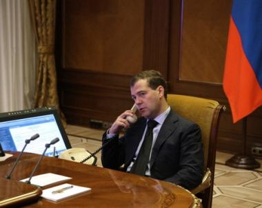 مدفيديف ونجاد يبحثان سبل التعاون الاقتصادي والسياسي بين البلدين