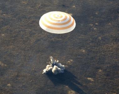 مركبة فضائية روسية من جيل جديد تعيد الى الارض 3 رواد بسلام