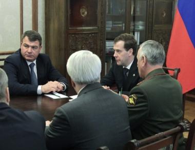 مدفيديف يبحث مع أعضاء مجلس الأمن الروسي مسألة ضمان أمن الدبلوماسيين الروسي في ليبيا