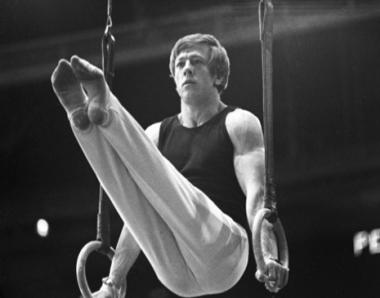 وفاة نيقولاي اندريانوف الحائز على 15 ميدالية اولمبية في رياضة الجمباز