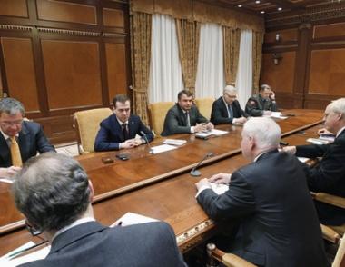 مدفيديف في لقاء مع غيتس يؤكد استعداد روسيا للتوسط من أجل تسوية النزاع في ليبيا