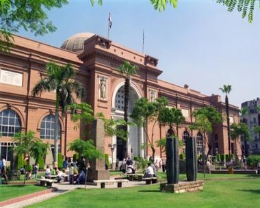 استعادة 5 قطع أثرية سرقت من المتحف المصري في أيام الثورة
