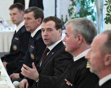 مدفيديف: اصبح لدينا اصدقاء جدد  في اليابان  بعد عمليات الاغاثة التي نفذها رجال الانقاذ الروس
