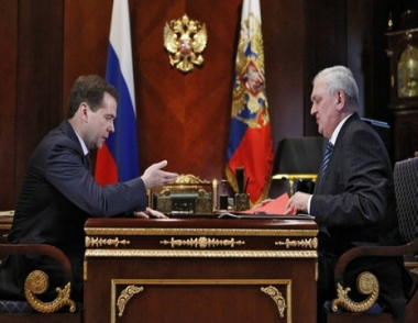 مدفيديف يأمر قوات الأمن الروسية بمواصلة العمليات للقضاء على العصابات المسلحة