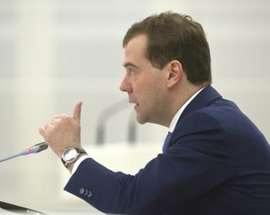 مدفيديف: روسيا ستنفق على تطوير قطاع الطيران ما يربو على 165 مليار دولار حتى عام 2020