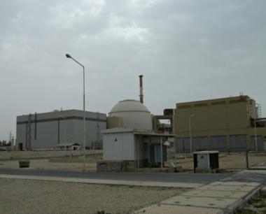 بدء شحن الوقود النووي في مفاعل محطة