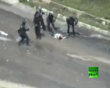 استخدام العنف ضد المتظاهرين في سورية