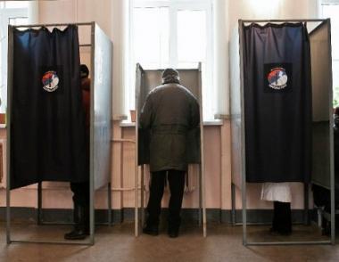 مدفيديف سيحسم قريبا ما إذا سيرشح نفسه لانتخابات الرئاسة عام 2012