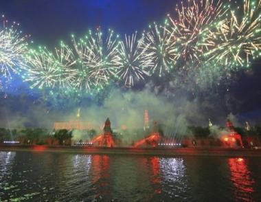 ألعاب نارية من 50 طلقة تتوج الاحتفالات في موسكو بالذكرى الـ50 لرحلة غاغارين الفضائية الأولى في العالم