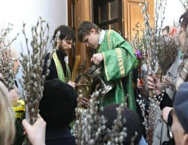 المسيحيون يحتفلون بأحد الشعانين