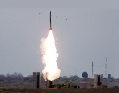 سقوط طائرة-هدف  بلا طيار في صحراء كازاخستان اثناء اجراء مناورات الدفاع الجوي الروسية