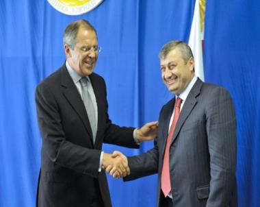 لافروف: روسيا لن تطالب جورجيا بتعويضات لهجومها على أوسيتيا الجنوبية عام 2008