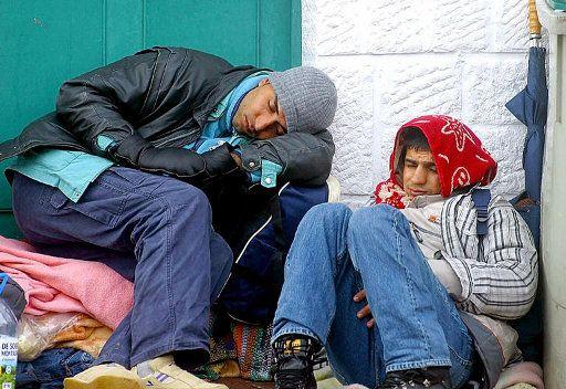 عمدة باريس يستنكر اعتقال عشرات المهاجرين من رعايا تونس وليبيا ومصر في باريس