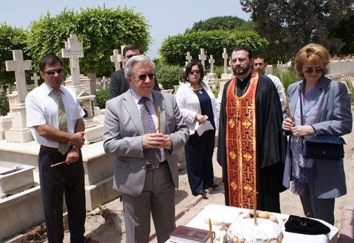 قداس على راحة نفس رعايا روسيا الراقدين في مقبرة بمصر