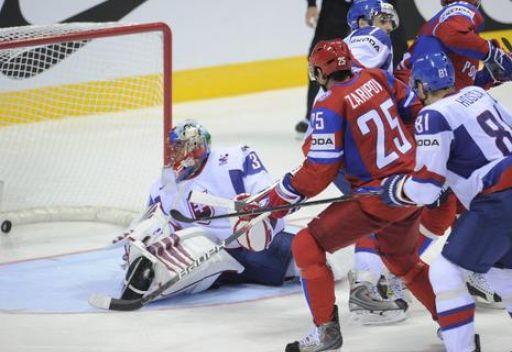 روسيا تهزم سلوفاكيا مستضيفة كأس العالم لهوكي الجليد