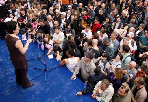 نينو بوردجانادزه زعيمة المعارضة الجورجية  امام أنصارها