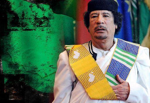 صحيفة: القذافي يجري مفاوضات مع الغرب من أجل خروج
