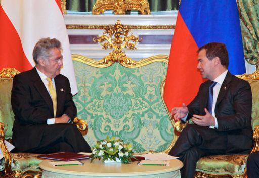 الرئيس الروسي دميتري مدفيديف مع نظيره النمساوي هاينتز فيشر