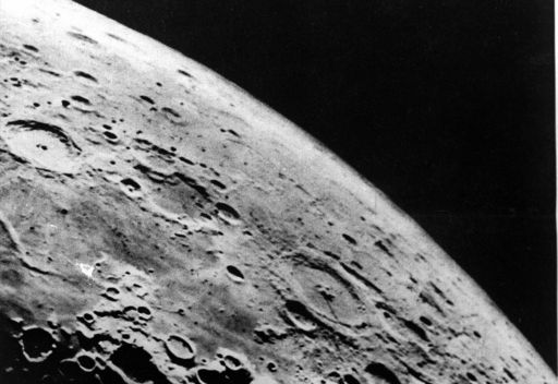 دلائل لوجود نشاط بركاني كثيف على سطح القمر