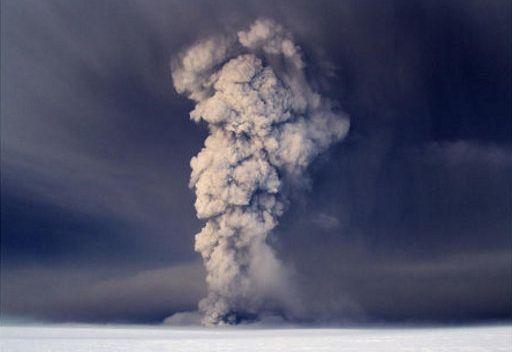 الغاء رحلات طيران بسبب الرماد المنبعث من بركان ايسلندا