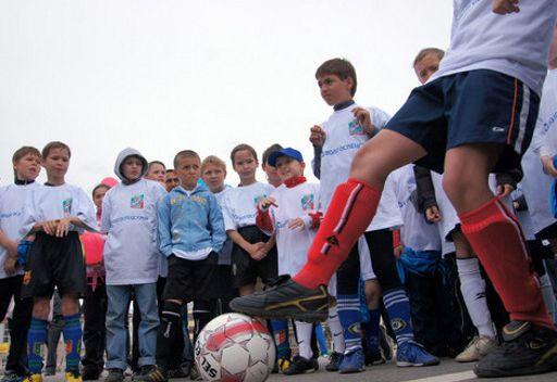 3 كرات معا و 200 لاعب في مباراة استعراضية بكرة القدم