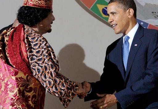 صورة من الارشيف تجمع اوباما والقذافي