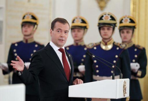 مدفيديف يعتبر ترسيخ الديمقراطية مهمة كافة مواطني روسيا