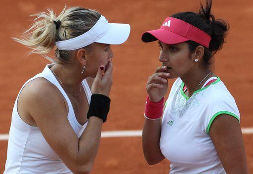 الروسية يلينا فيسنينا والهندية سانيا ميرزا تخسران أمام الثنائي التشيكي في نهائي