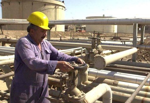 استخراج النفط في العراق يصل الى مستوى ما قبل الاحتلال عام 2003
