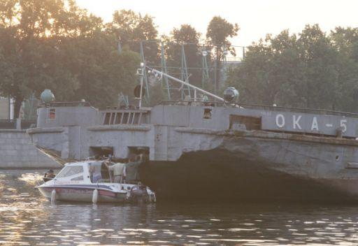 مصرع 9 أشخاص  إثر ارتطام قارب بناقلة وغرقه بنهر موسكو