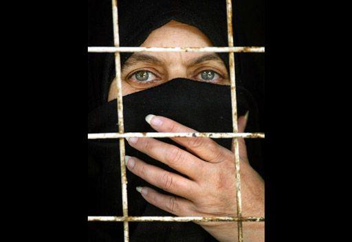 لجأت للقانون للتخلص من زوجها فزج بها بالسجن
