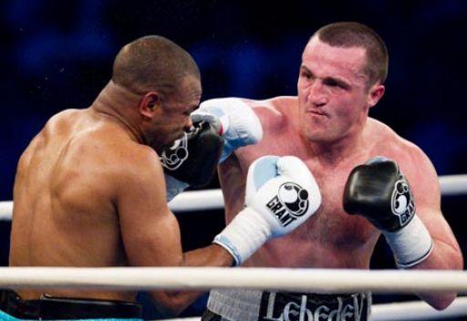 الملاكم البريطاني أفولابي يتحدى الروسي ليبيديف