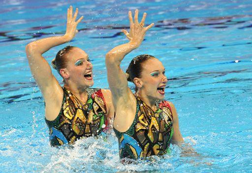 ايشينكو وروماشينا تحرزان الذهبية الثانية لروسيا ببطولة العالم للسباحة