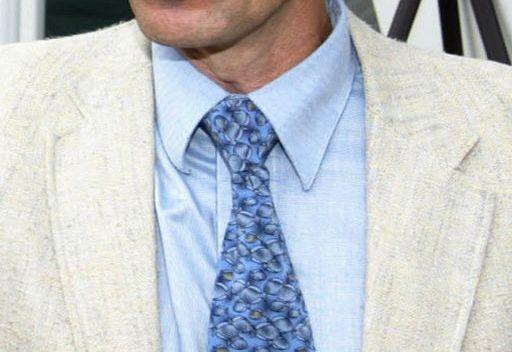 ربطة عنق يابانية تتحول الى وسادة للقيلولة